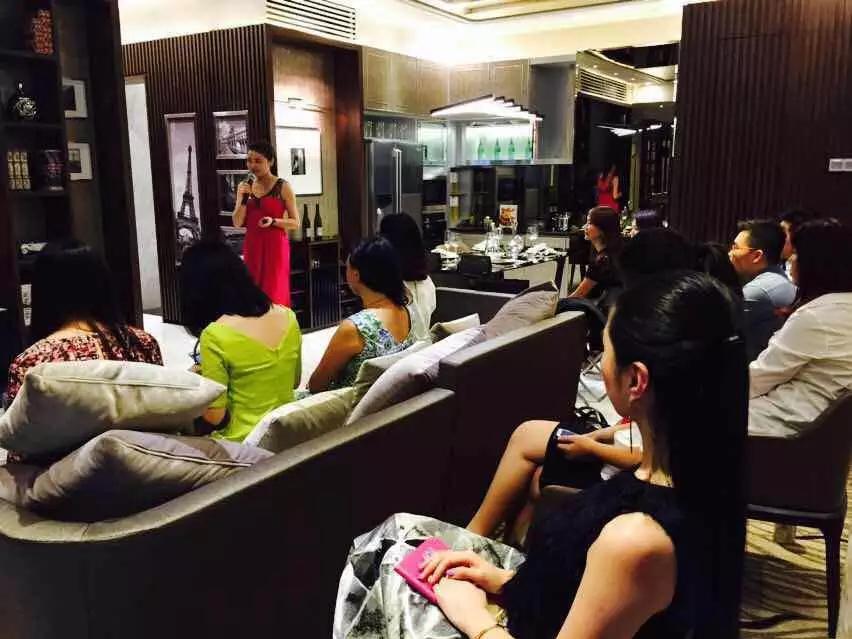 11月18日《西餐礼仪》培训课程:新加坡专业讲师带您体验国际互动教学